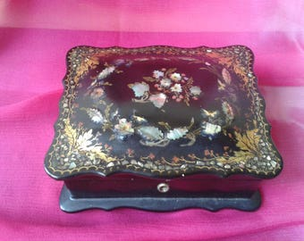 "Jewelry, Napoleon III ""musical"" box"