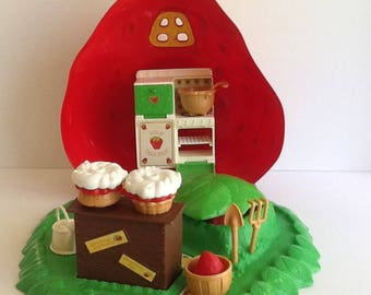 BERRY BAKE SHOPPE Vintage Strawberry Shortcake Playset