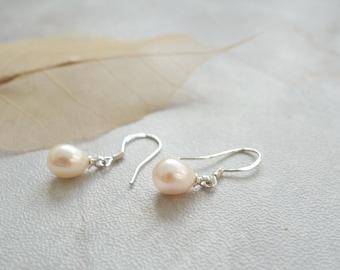 Petite delicate 925 silver hook handmade white cream fresh water pearl earrings water drop earrings womens jewellery gift
