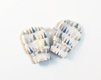 Off white baby mittens, baby scratch mitts. Jersey cotton knit with trees. Baby Gift Girl Hand Covers. Off white cotton