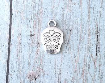 8 Sugar skull charms (2 sided) antique silver tone - silver skull charms, sugar skull pendants, day of the dead charms, Halloween charm, RR4