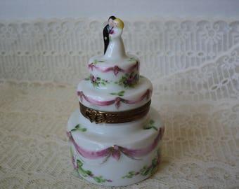 Limoges Trinket Box Wedding Cake Peint Main Fine Porcelain Hand Painted, Ring Bearer, Engagement, Wedding Ring Box, Cake Topper, Lovely Gift
