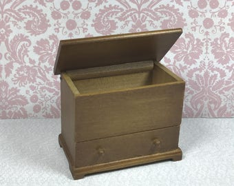 MINIATURE BLANKET CHEST, Traditional 1:12 Scale, Wood, Opening Top and Drawer, Vintage Dollhouse Furniture