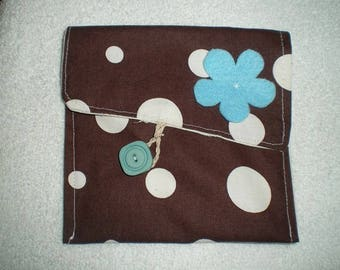 Pochette006 - Brown bag with white dots and blue flower