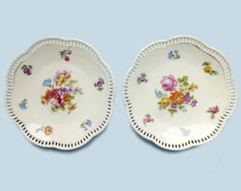 Two small plates porcelain reticulated Schumann Bavaria vintage 1930's - vintage decor flowers bread plates