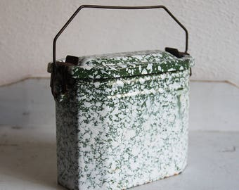 French vintage enamel lunchbox green/white