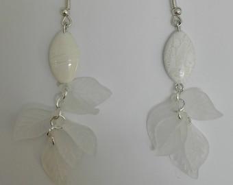Dangle Silver earrings - pearls & leaves white