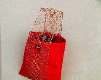 Pouch to fill silk fabric