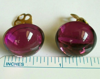 Vintage Purple Gripoix Cabochon Earrings Gold Tone Glass clip on Stud Round Small Dimensional Lavender button Fashion PRISTINE CONDITION!