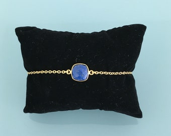 Gold plated bracelet with Lapis Lazuli