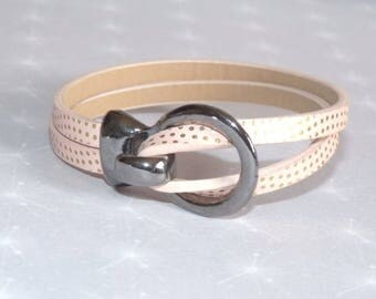 Bracelet made of speckled powder pink leather with gun metal clasp