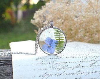 Fern, white forget-me-not and hydrangea TERRARIUM necklace, wildflower necklace, terrarium jewelry, vegan jewelry, pressed flower pendant