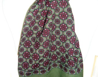 1960's Green and Burgundy Patterned Scalf