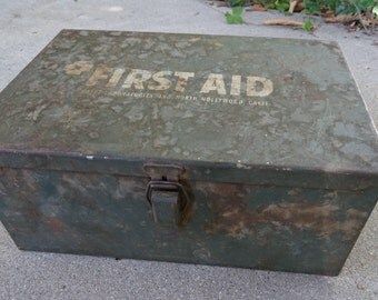 Vintage Green Metal First Aid Box, 1950's Swift Labs 1st Aid Kit Box, Vintage Storage Container, Rustic Industrial Decor, Old Metal Box