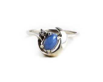 Vintage 14k White Gold Created Star Sapphire & Moon Ring ~ Size 7 Retro Blue Cabachon Fine Jewelry