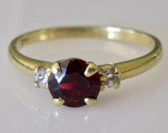 18ct Gold Garnet and Diamond Ring