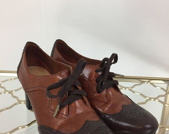 "90s Does 1950s Oxfords - Two Tone Oxford Brogue High Heel Shoes - Lace Up - Dark Brown Caramel Brown - 2.5"" Heel - 7M US - Naturalizer"