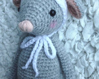 Doudou, plush mouse or rat to Hat