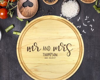 Personalized Cutting Board Round, Cutting Board Personalized, Wedding Gift, Housewarming Gift, Anniversary Gift, Mr, Mrs, Names, B-0053