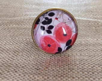 Fancy round cabochon ring - poppies