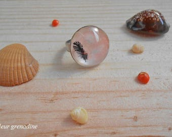 Ring cabochon feather pattern, pink and black, gift idea celebrating the grand mothers, Easter