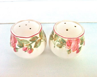 Ceramic Salt and Pepper Shakers with Pink Roses/Vintage Ceramic Rose Salt and Pepper Shakers/Vintage Rose Design Salt and Pepper Shakers