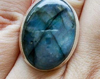 Natual Labradorite and Sterling Silver Ring, Oval Labradorite Ring, Blue Flash Labradorite Ring, Boho Ring, Statement Ring, Free Shipping
