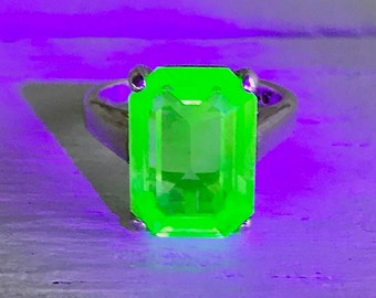Vintage Sterling Silver Uranium Vaseline Glass Solitaire Ring Glows Signed BCG Size 6.25 FREE Black Light