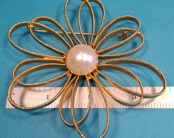 Vintage, Gold Toned Broach. Gently Used. Lot D