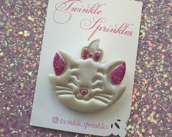 Marie aristocrats pearl effect brooch
