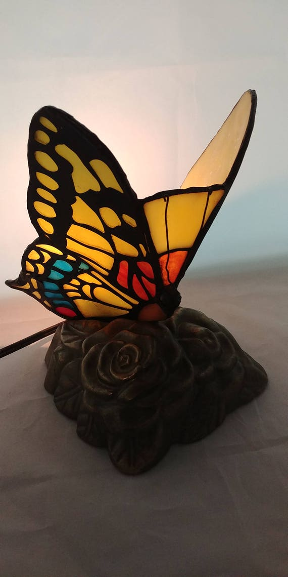 stained glass butterfly lamp tiffany style accent lamp table desk lamp. Black Bedroom Furniture Sets. Home Design Ideas