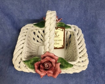 Capodimonte- Short woven basket w/ roses and handle
