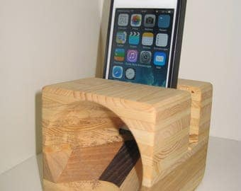iPhone-station with speaker function.