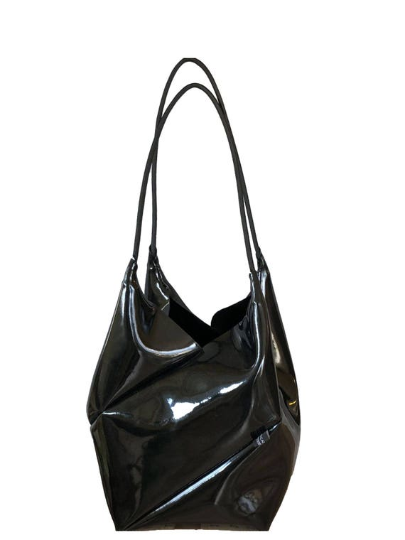 GEOMETRIC ingenious handbag small shopper black made of patent leather minimalist design