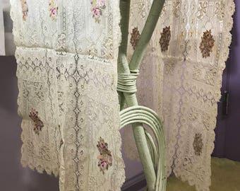 Vintage | Doilie Table Runner | beige w/pink flowers