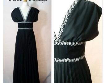 VINTAGE 1970's BLACK V Neck Maxi Dress, Size 12, Chic, Elegant, Gown, Retro, Disco, Formal, Unique