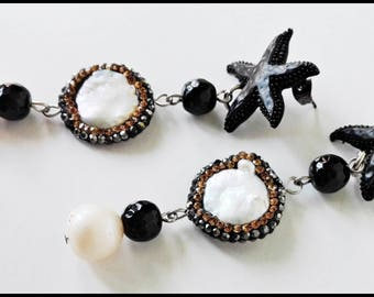 Earrings with freshwater pearls, glass and starfish-white/black