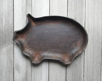 Cast Iron Pig, Pig Dish, Metal Pig Sign, Farmhouse Decor, Rustic Kitchen Decor, Industrial Wall Decor, Barn Decor, Country Kitchen