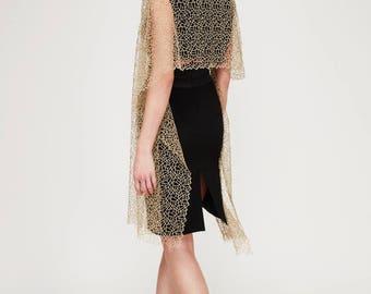 Cape Gold: Festive cape. 100% polyamide (Goldlurex) Olcay Krafft Fashion