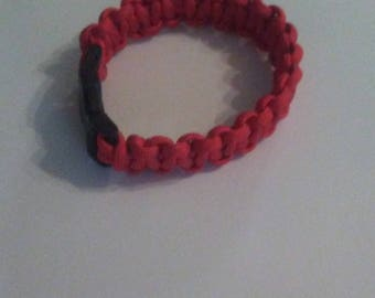 Paracord bracelet cobra stitch knot