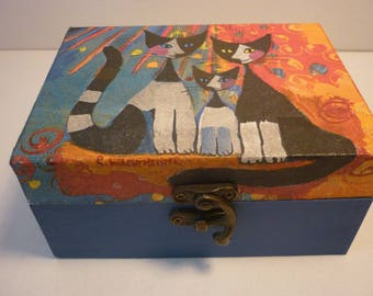 """""""Family of cats"""" trinkets or jewelry box"""