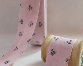 Grey cherry bias / 20 mm folded 10 mm pink background