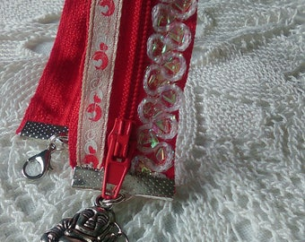 Red bracelet made with a zipper