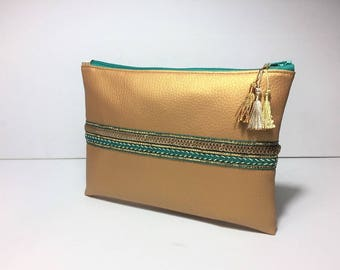 Clutch faux leatherette gold ethnic ribbons, gold and green, chic and practical, closed with a zipper