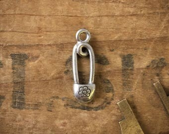 Safety Pin Charm | Vintage Pin Charm | Silver Pin Charm | Safety Pin Finding | Safety Pin Pendant | Silver Safety Pin | (6pcs) D20