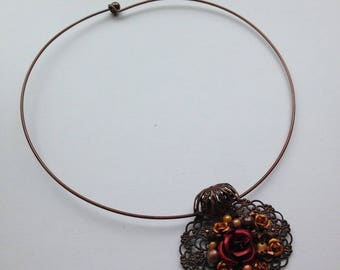 The Choker necklace and its flowers brooch