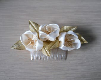 Comb with ivory and gold satin flowers