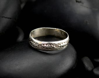 Simple Southwest Patterened Silver Ring - Vintage Silver Band with Native American Markings