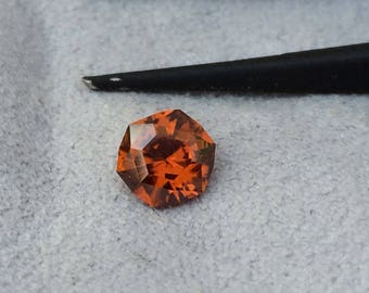 Zircon gemstone 0.8ct loose gemstone for jewellery or gem collecting