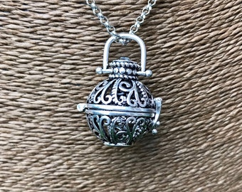 "Essential Oil Diffusion Locket with 31"" Chain -- Round"
